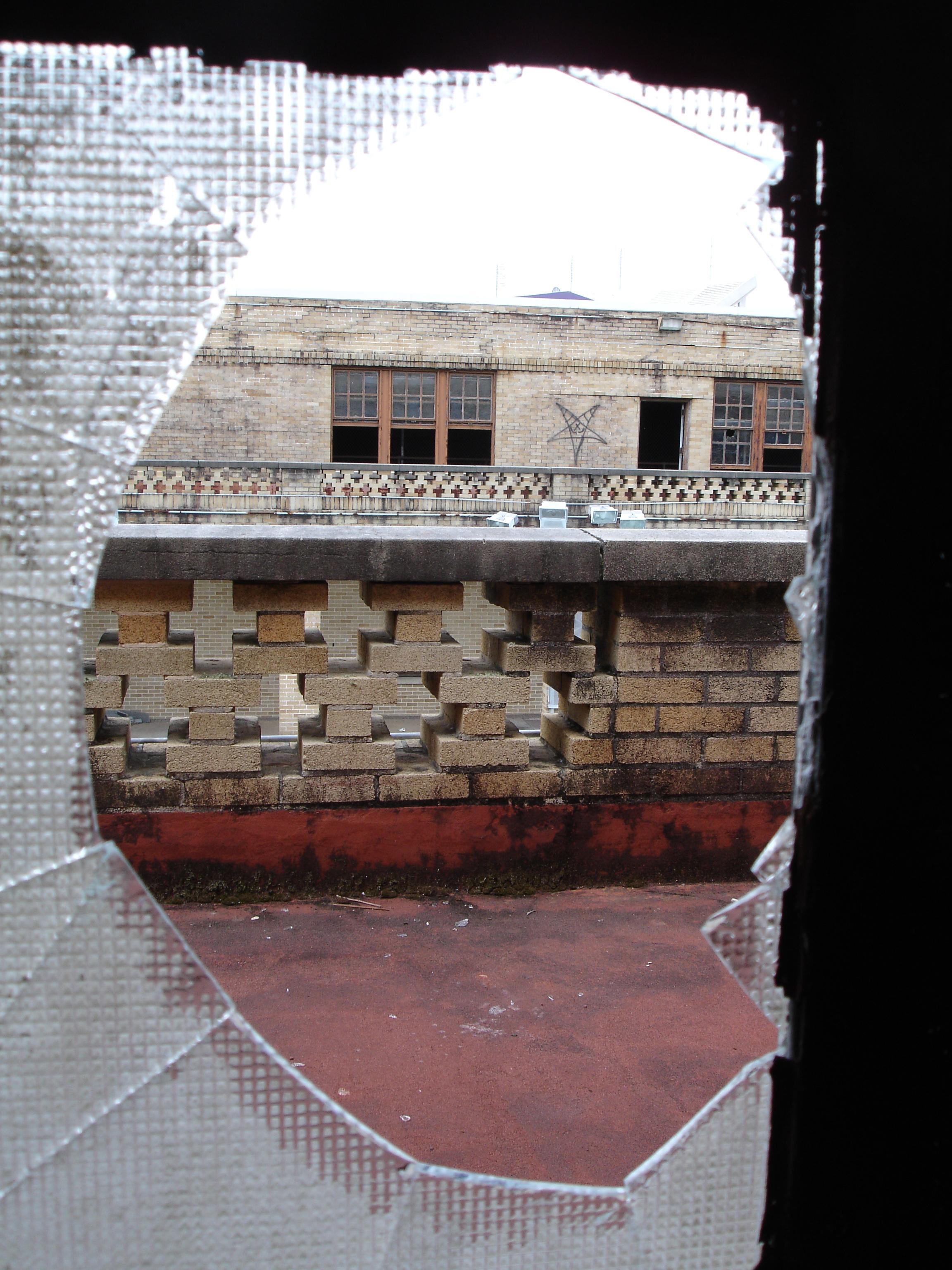 Windowhole